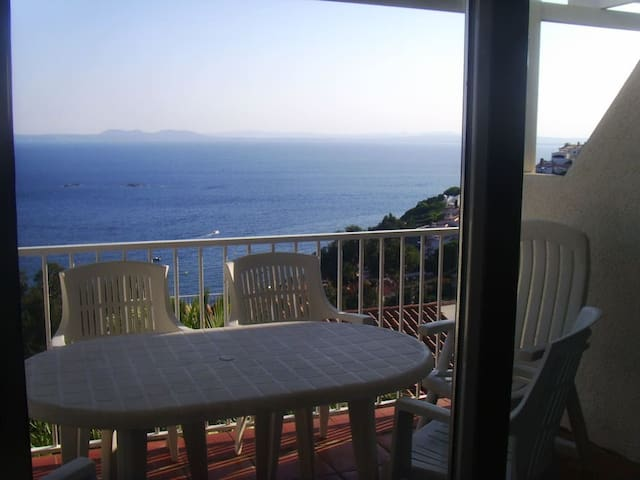 Nice small Villa Duplex View Imprenable !!!! - Roses - Hus