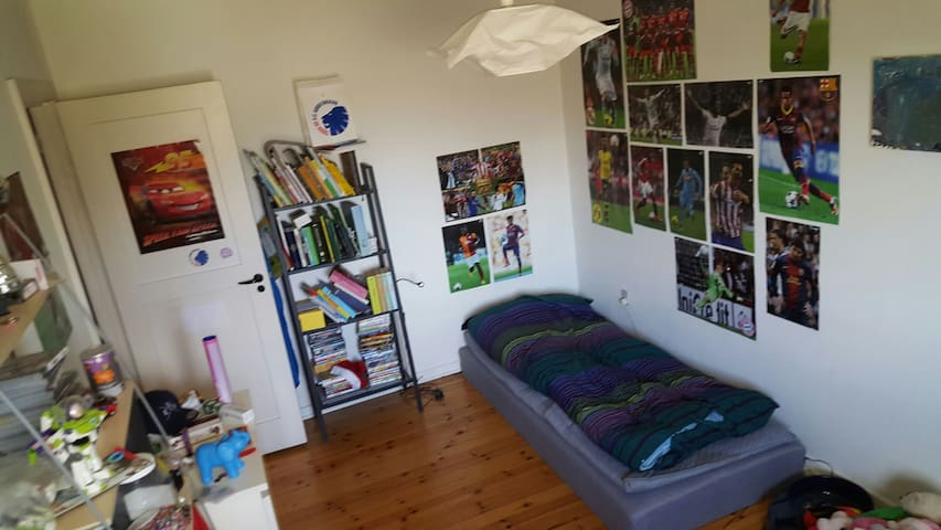 """Soccer heaven"" in flat with WiFi - Glostrup - Lägenhet"