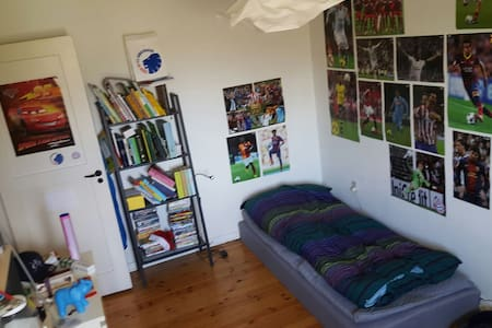 """Soccer heaven"" in flat with WiFi - Glostrup"