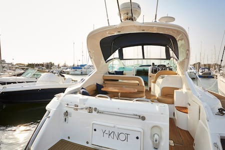 Y-Knot 4 Berth, 2 Cabin Boat with heating