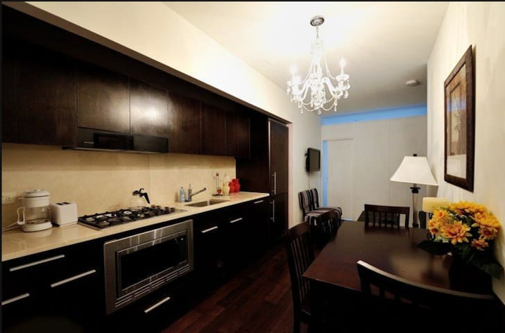 * Wall Street Apartment * 2BR