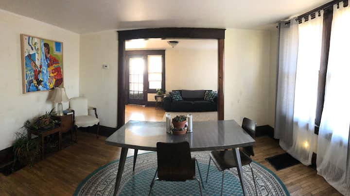 Bohemian 2nd floor apartment in South Hyde Park