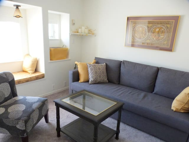 Charming  1 Bd Apartment with Patio - Penticton - Leilighet