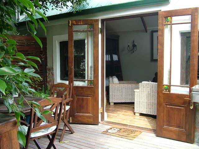 Oak & Owl Self-catering Cottage