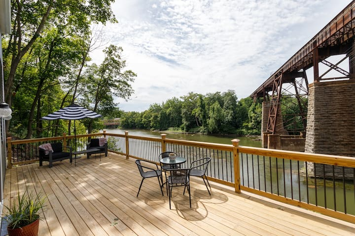 Stunning Water View House in Catskill Village