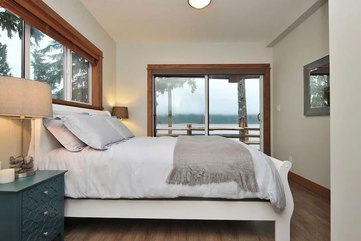 Wickham's Wake - Wild Luxury 3BR Oceanfront Rental