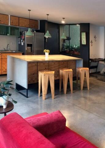 kitchen island w lots of storage