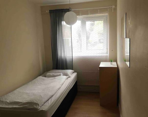 Single room close to Stratford Centre