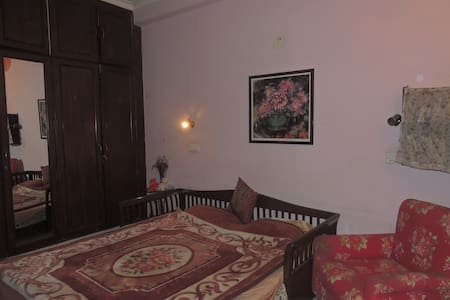 Spacious   cosy Apartment at an ideal location - New Delhi - Guesthouse