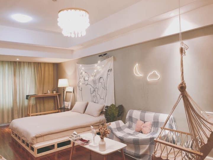 万达上面|整套公寓|生活用品齐全|超大投影|北欧现代清新|吊顶秋千|榻榻米|