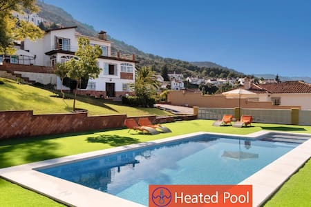 Villa,heated and private pool,near beach and golf!