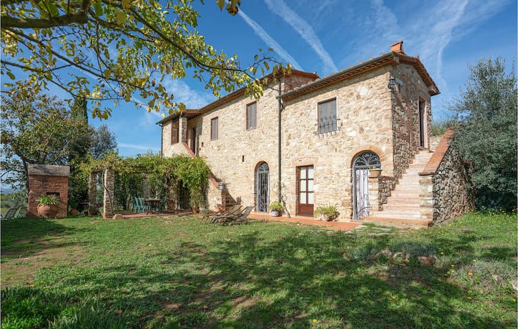 Beautiful home in Venturina Terme with 4 Bedrooms and WiFi