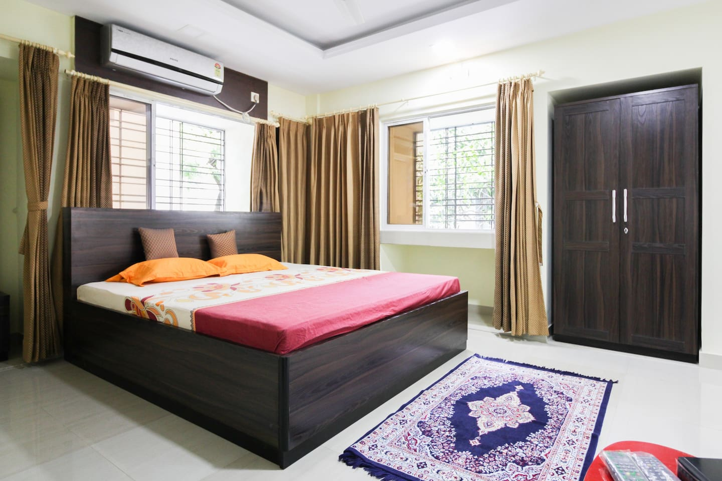 Master Bedroom 1 with King Size Bed