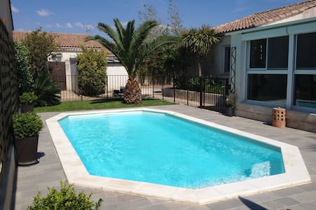 Maison piscine jardin privée proche centre à pieds - Aigues-Mortes - บ้าน