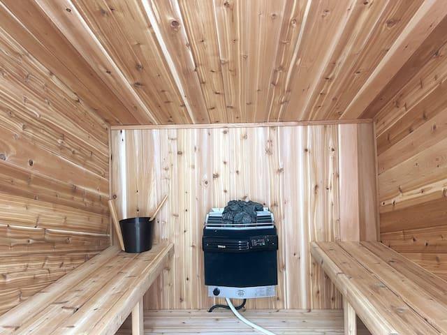 Rocky Mountain Foursquare, Turret Suite