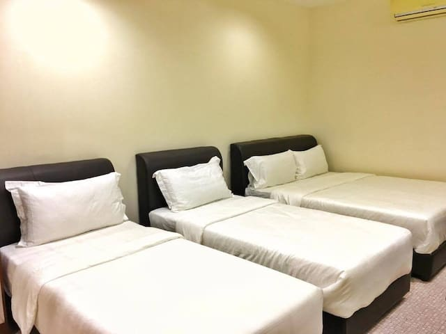 Campbell Antique Hotel & Cafe, Family Deluxe - George Town - House