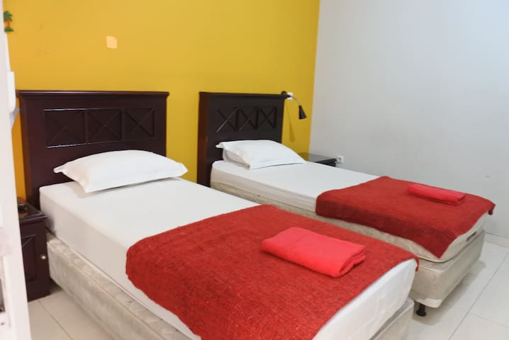 A6: Standart Twin Room – 2 Single Bed