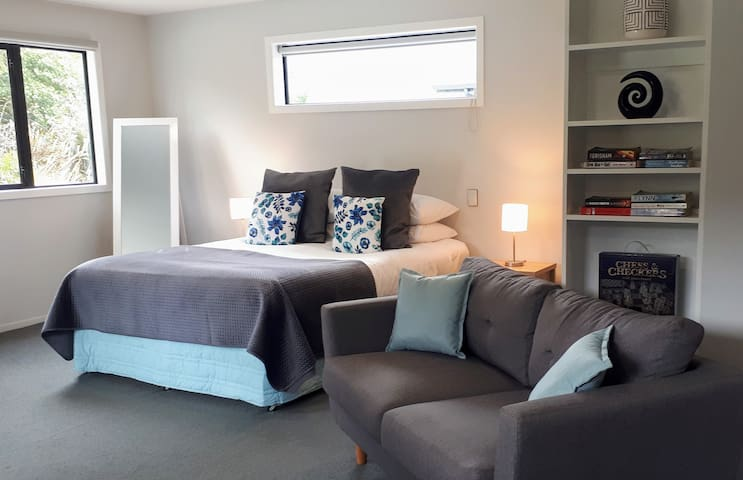 Glenorchy Peaks Studio Apartment