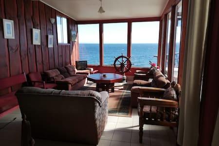 cabaña Carretera Austral tinaja frente a mar