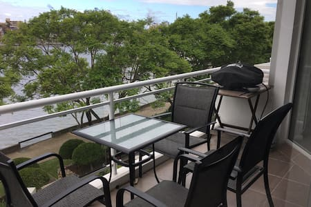 Brisbane riverfront apartment in great location - Kangaroo Point