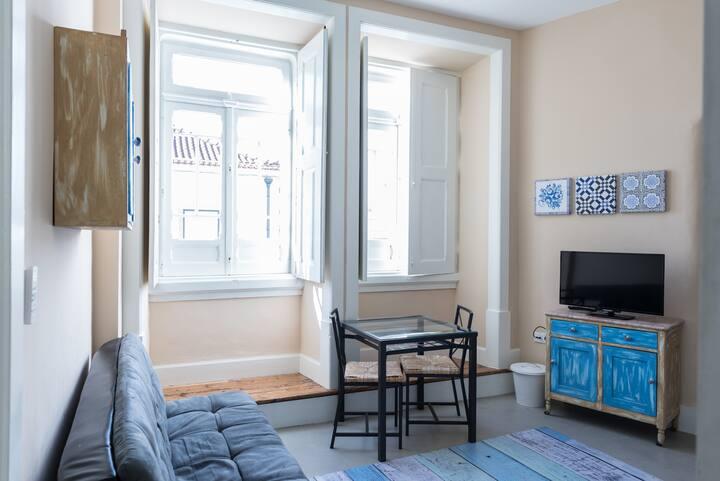 Sunny one bedroom flat near Coimbra University