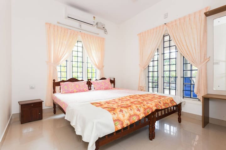 Sea side Private Room in a Luxury Villa..!