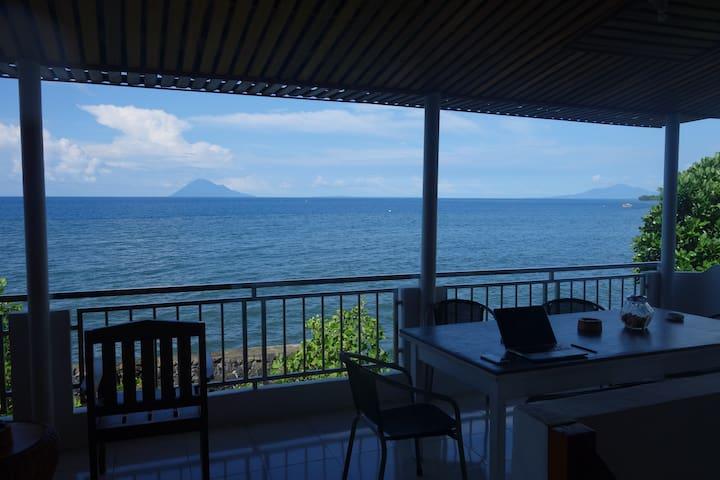 Villa Manja Tanahwangko Ocean-Front Manado