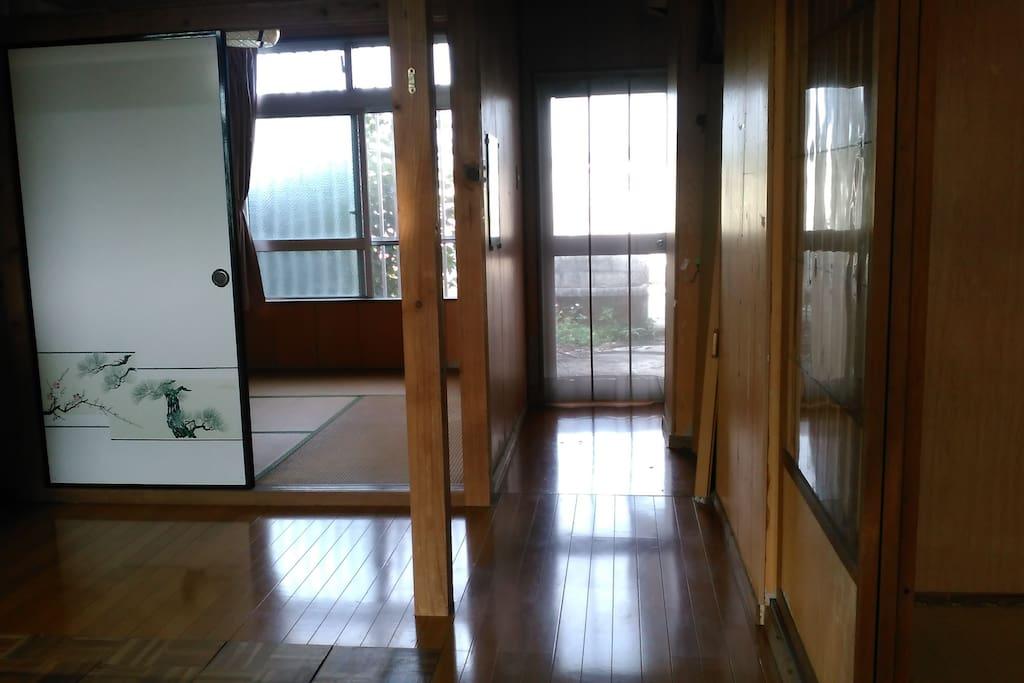 ダイニングと部屋をつなぐ廊下