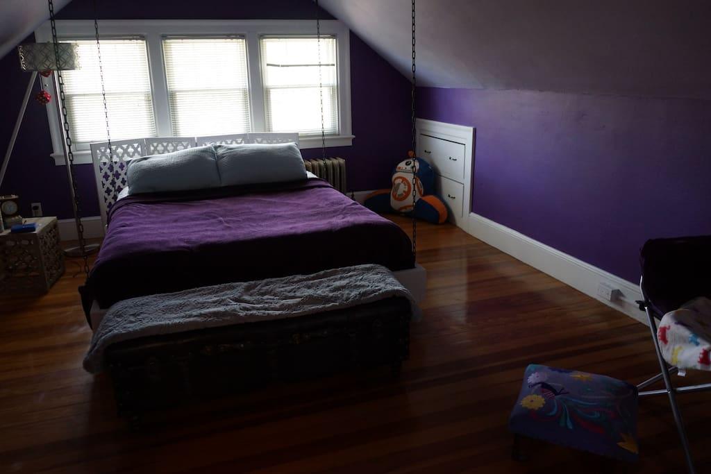 Your 3rd Floor Suite -Queen Bedroom