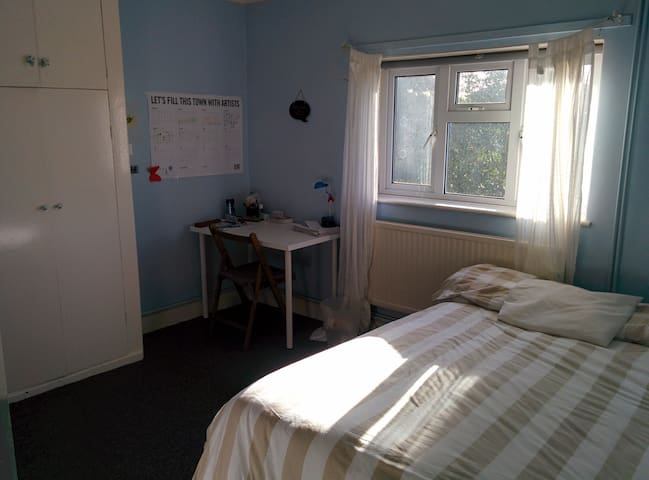 Nice Double Room in Hendon, London