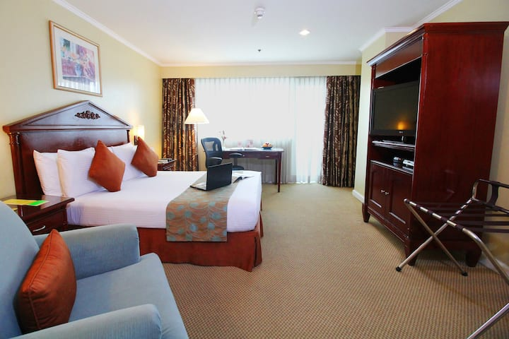 Oxford Suites Makati Spacious Executive Room