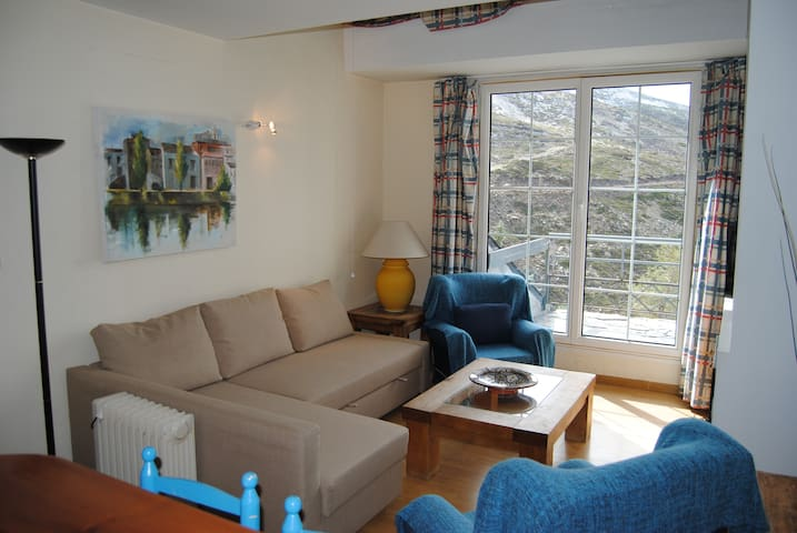 ONE BEDROOM APARTMENTS AT THE FOOT OF SKI SLOPES.
