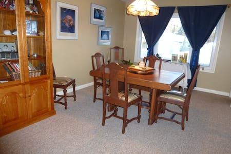 Western Room in Beautiful Parkdale - Calgary