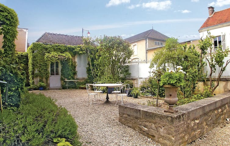 Holiday cottage with 3 bedrooms on 170 m² in Chablis