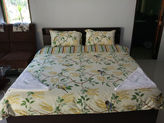 A/C KING BED WITH SOFA RUBBER GARDEN QUIET HOME