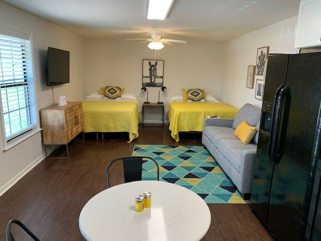 2 Comfy queen beds and free WIFI
