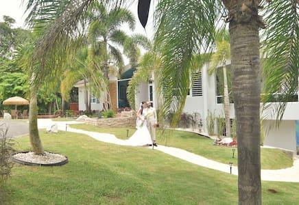 Vacation & Wedding Venue Villa, Sleeps 50! - Villa