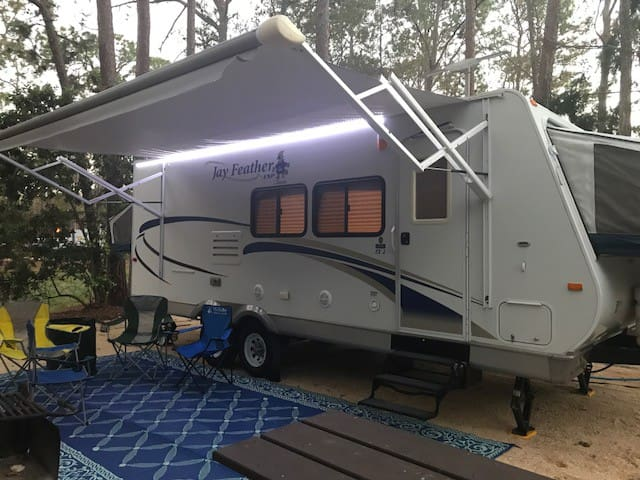 Orlando's Cozy Camper - We SET UP on your site.