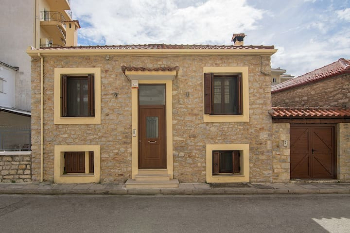 Traditional stone-built maisonette in Nafpaktos
