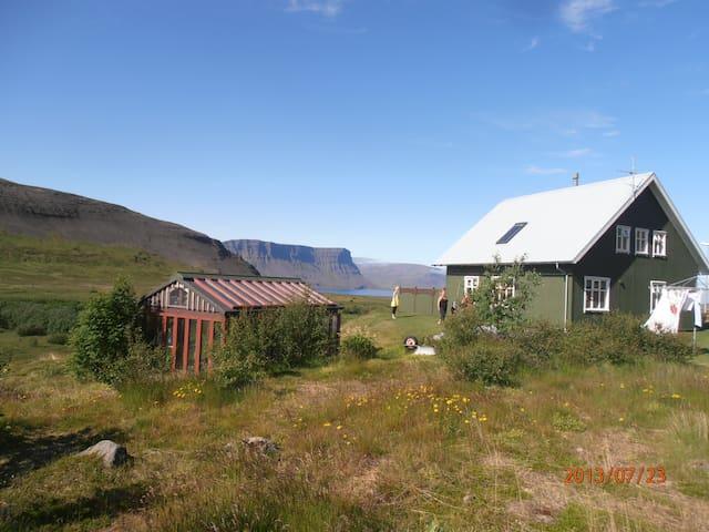 Majestic mountains and great ocean view - Ísafjörður - Huis