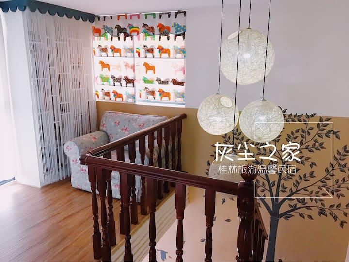 高配家庭公寓楼上大卧室层  桂林旅游 灰尘家厨房 客厅儿童玩乐区 现代房型