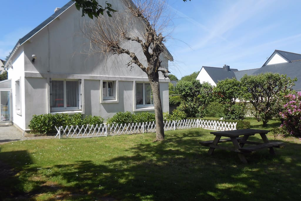 Maison a benodet pr s de la plage houses for rent in for A la maison translation