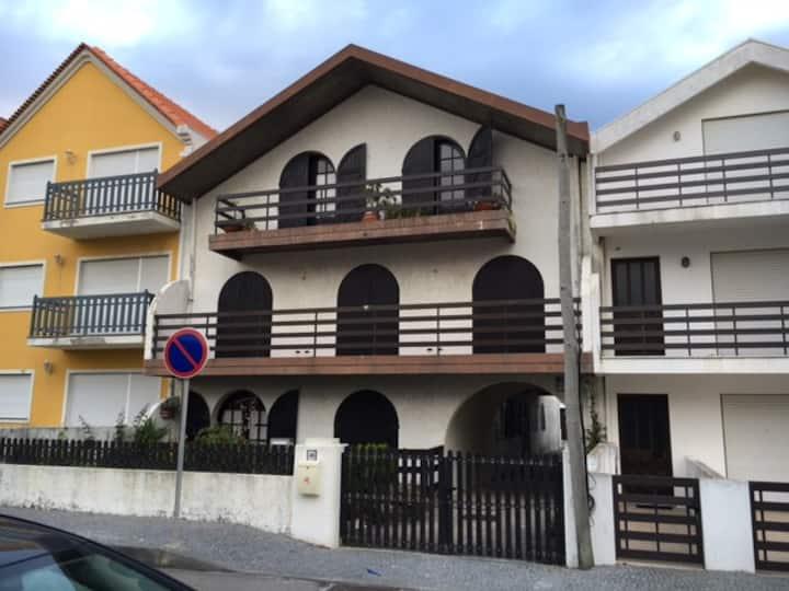 Apartamento a 100 mts da praia...