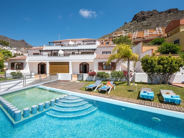 1.Charming Villa,Huge Terraces,Pool,Garden,BBQ!