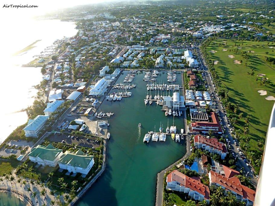 Studio Idéalement situé entre le golf et la marina , à moins de 5 minutes a pieds des restaurants et magasins.