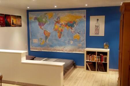 Grand studio privatif au calme avec salle de bains
