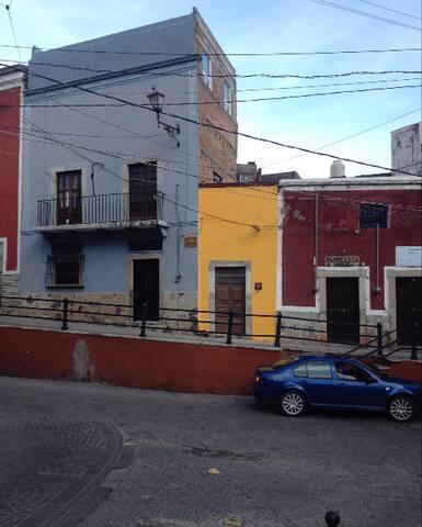 HABITACION SOBRE LA CALLE PRINCIPAL - Guanajuato - Apartemen
