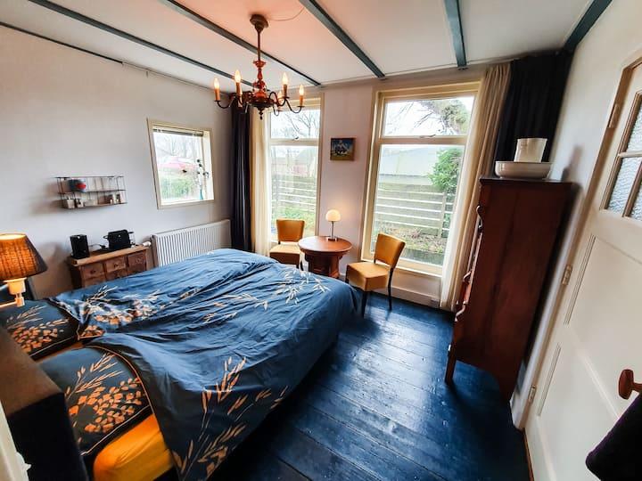 B&B, Logeren in een authentiek dijkhuis met sauna.