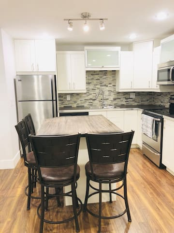 RUH/UofS close to downtown modern 2 bedroom