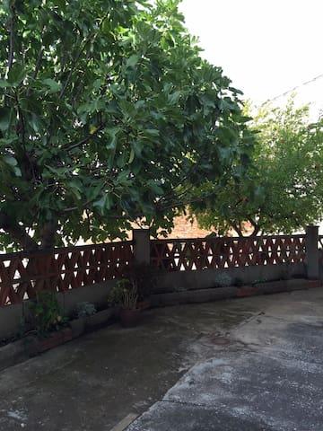 Casa de pueblo con patio  Cazalegas - Cazalegas - House
